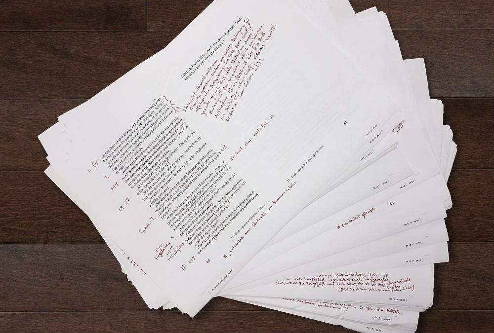 Manuskriptseiten nach dem Lektorat